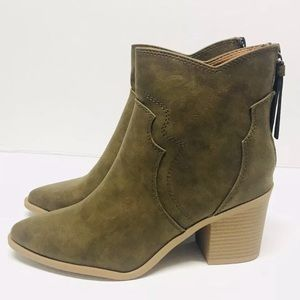 ❤️Soda Boots 8 Olive Green Vegan Faux Leather